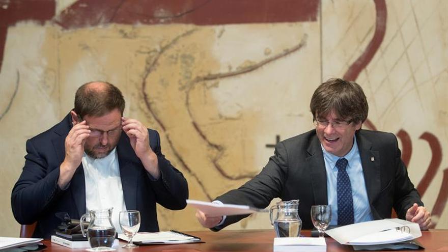 Puigdemont y Junqueras convocan de urgencia una rueda de prensa en el Palau