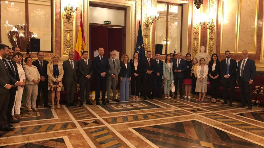 Foto de la comitiva murciana en el Congreso de los Diputados