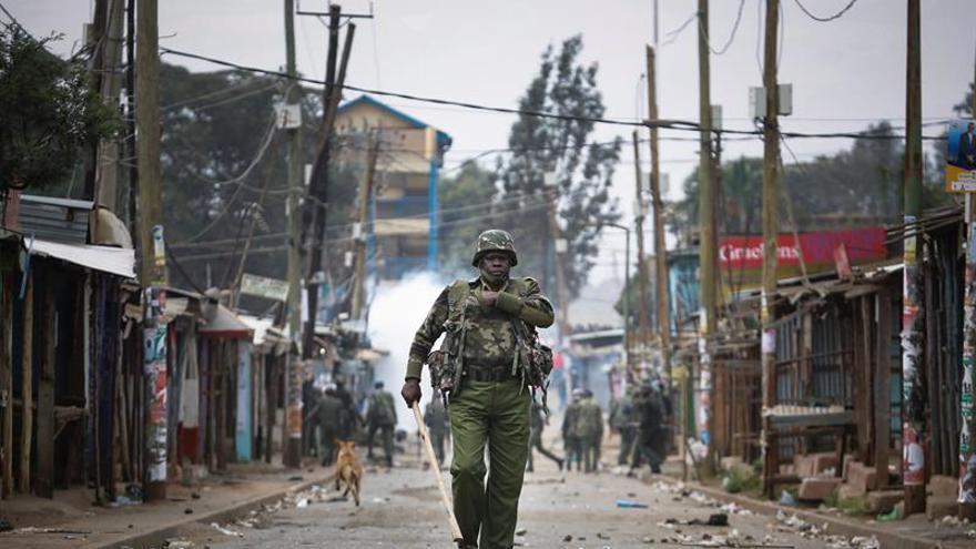 Los principales feudos de la oposición en Kenia recuperaron la calma tras las protestas y la represión policial en la que murieron decenas de personas después de que el presidente Uhuru Kenyatta fuera reelegido entre acusaciones de amaño.