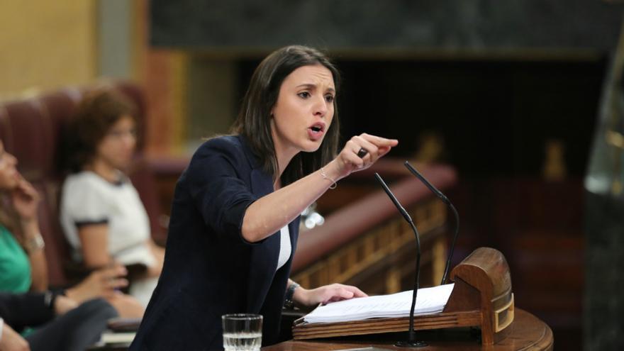 La portavoz de Unidos Podemos, Irene Montero, interviene en el Congreso durante la moción de censura contra Mariano Rajoy