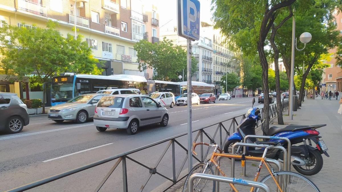Un aparcacibis de los 1.200 que hay en Madrid, en el Paseo de las Acacias.