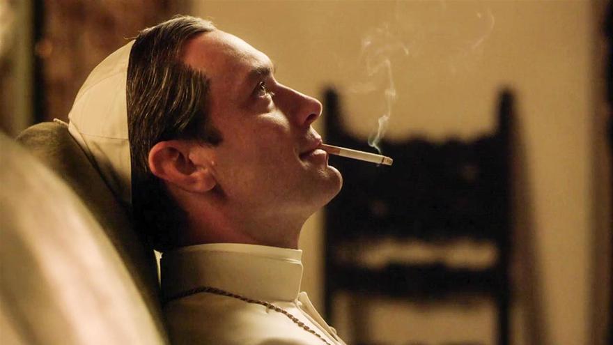 Fotograma de la serie 'The young Pope', con Jude Law como protagonista