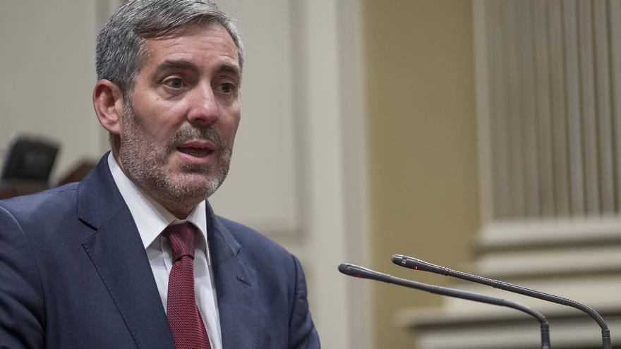 El presidente del Gobierno de Canarias, Fernando Clavijo, en el último pleno del Parlamento.