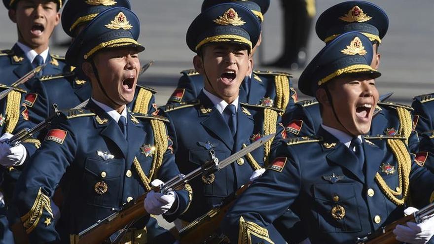 El Ejército chino intenta atraer jóvenes reclutas a ritmo de rap