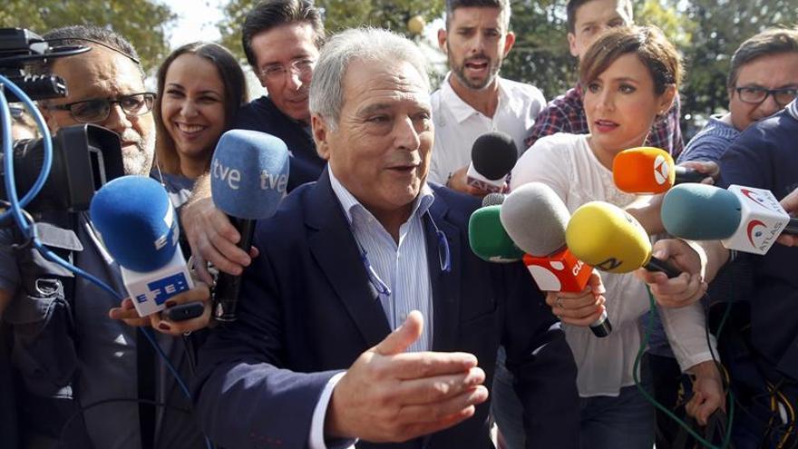 Alfonso Rus en las puertas de los juzgados de Valencia