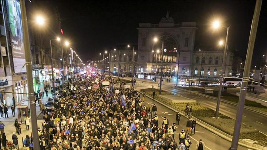 Unos 3.000 húngaros protestan contra la visita de Putin y a favor de Europa