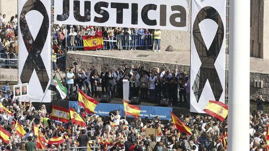 """Arenas asegura que el PP sigue con las víctimas """"con todas las consecuencias"""""""