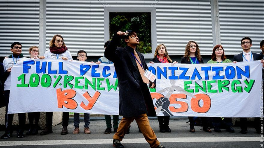 Protestas en la cumbre para pedir la descarbonización.