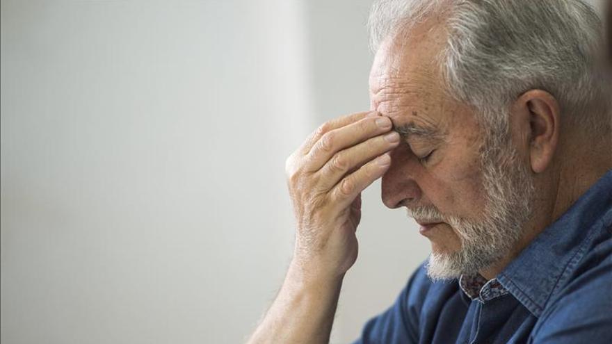Julio Anguita, ingresado en el Hospital de Salamanca por problemas de corazón