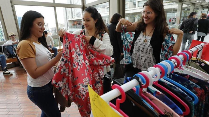 Exguerrilleros de las FARC muestran su primera colección de moda en una PAZarela