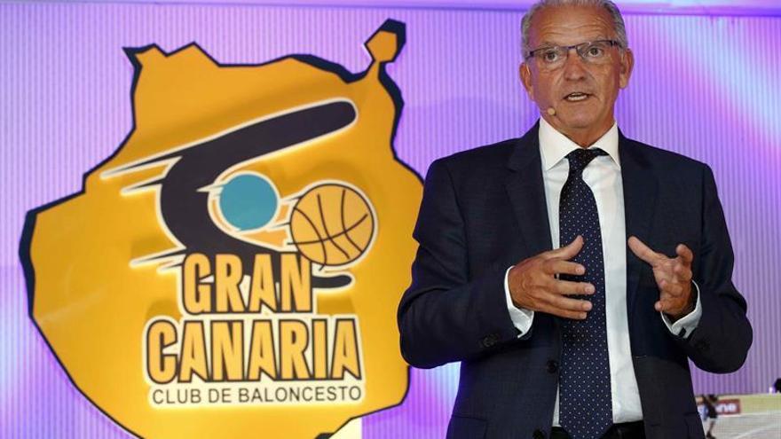 El presidente del Club Baloncesto Gran Canaria, Miguel Betancor, durante la presentación del balance de la temporada 15-16 e inicio de la 16-17 del club amarillo.
