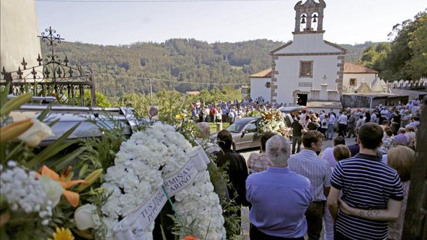 Multitudinaria despedida en Cambre y Carral a seis fallecidos en el rally