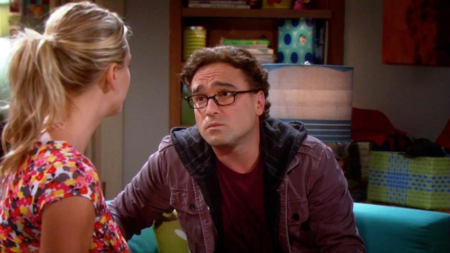 Leonard en The Big Bang Theory, con sus gafas