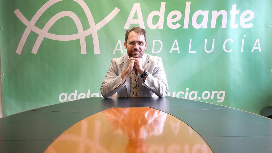 Toni Valero, coordinador general de IU Andalucía, en el despacho del grupo parlamentario de Adelante Andalucía.