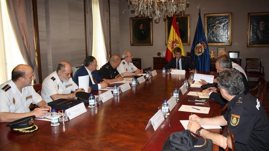 Cosidó se reúne con altos mandos policiales para analizar los dispositivos de la Policía ante la amenaza yihadista