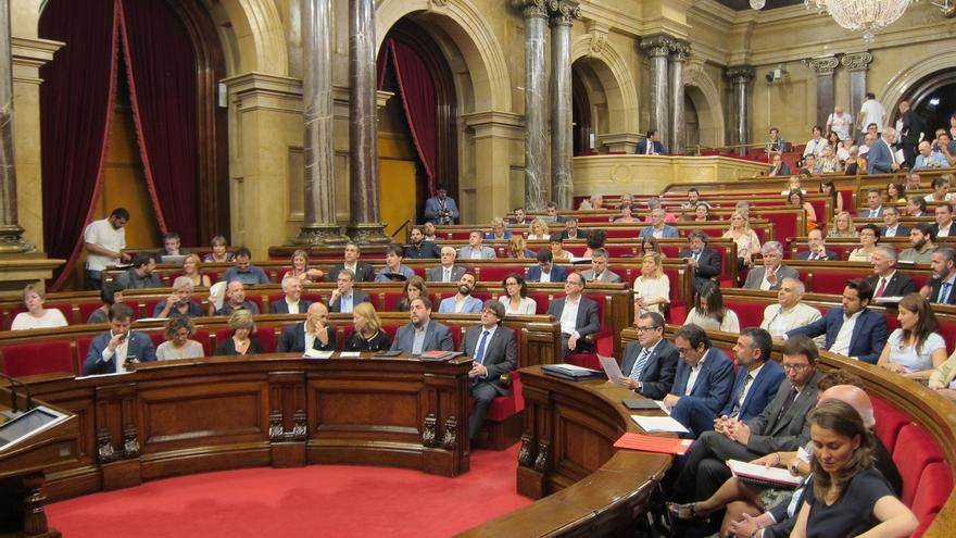El Parlament catalán admite a trámite la primera ley de ruptura de JxSí y la CUP