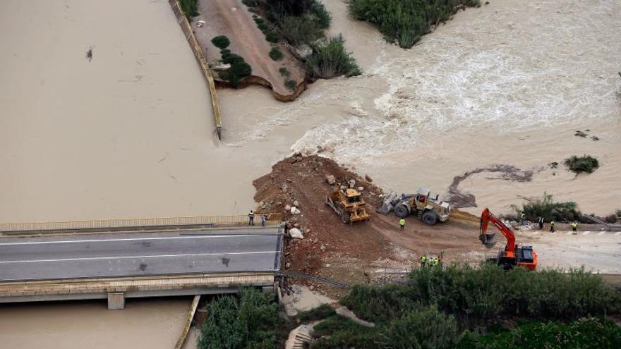 Cae el riesgo de desbordamiento del río Segura pero la Vega Baja sigue anegada