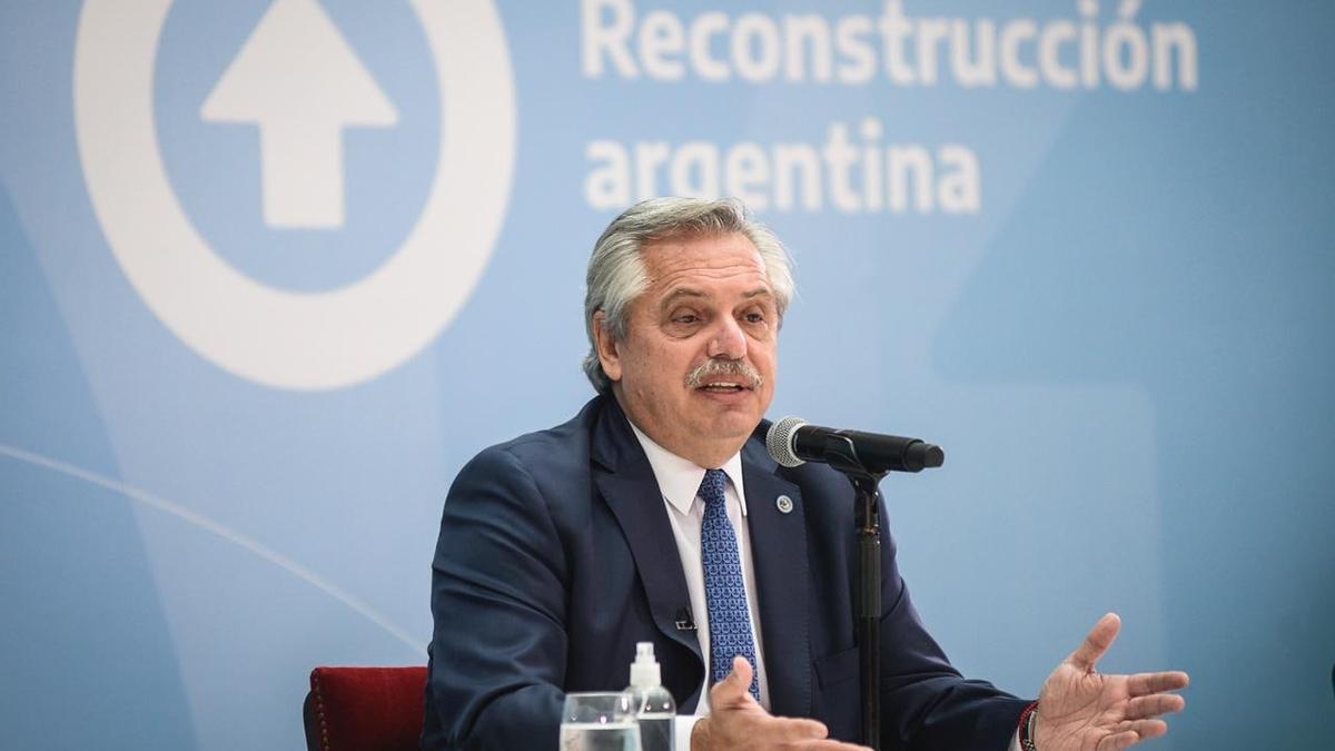 El Presidente Alberto Fernández, en un acto de entrega de viviendas en el Museo del Bicentenario.