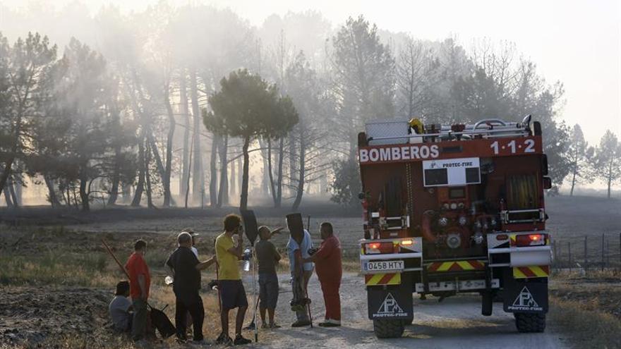 """El incendio de Navalilla (Segovia) no está estabilizado y es """"muy peligroso"""""""
