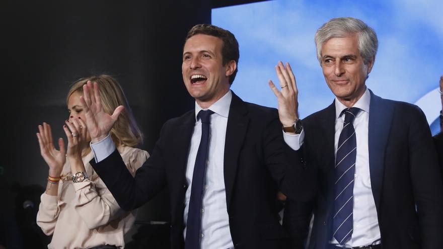 Pablo Casado y Adolfo Suárez en un acto electoral del PP en Madrid el jueves.