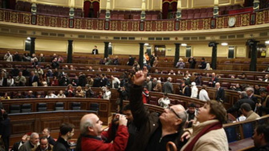 Gente en la jornada de puertas abiertas del Congreso de los Diputados