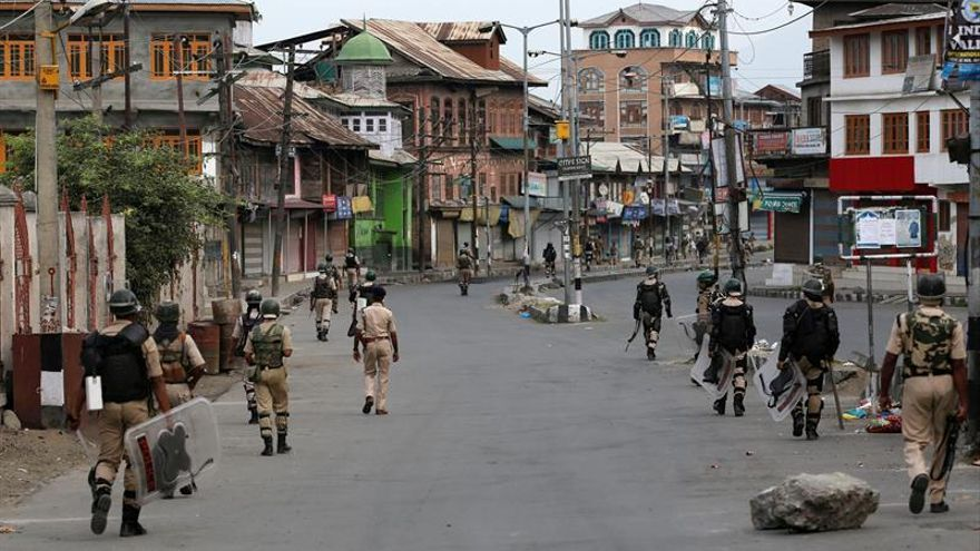 Modi pide que vuelva la paz a Cachemira india en el cuarto día de toque de queda