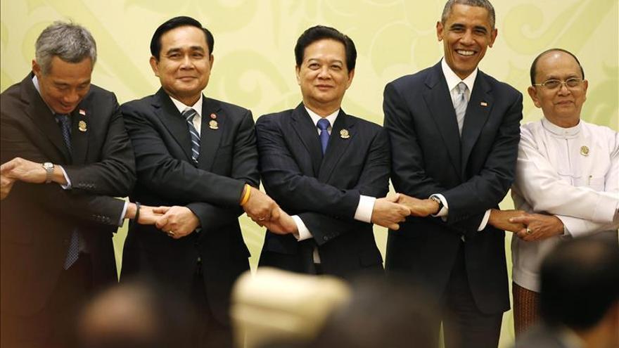Obama pide al presidente birmano que impulse las reformas democráticas