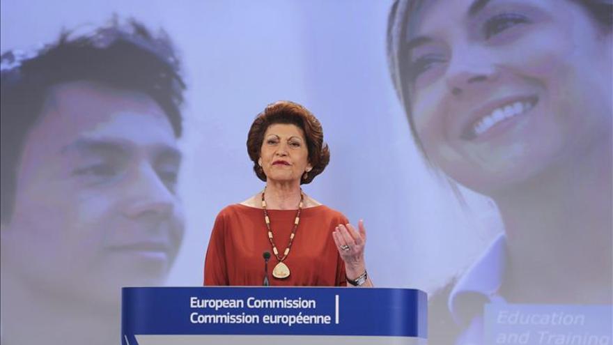 La CE dice que España debería haber anunciado la rebaja de la beca Erasmus antes del curso