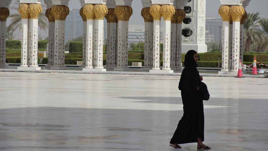 En Emiratos Árabes Unidos, las relaciones sexuales fuera del matrimonio se castigan con penas de cárcel