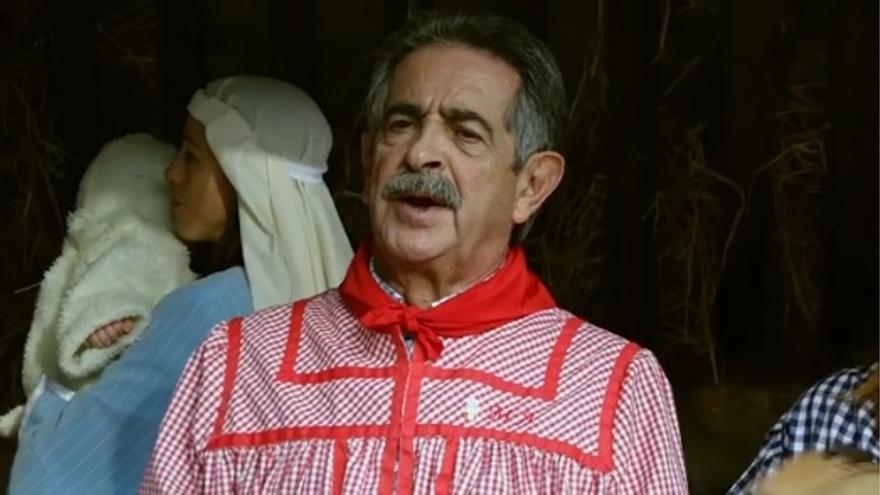 Miguel Ángel Revilla felicita la navidad cantando una montañesa.