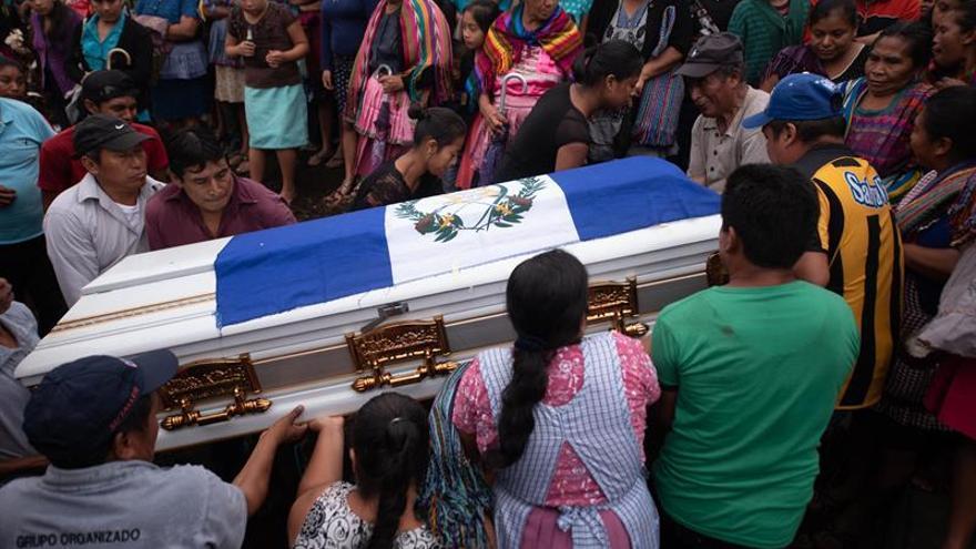 Suman al menos 101 los muertos por violenta erupción volcánica en Guatemala