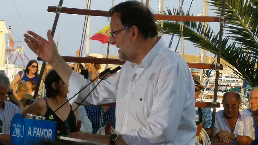 El candidato popular Mariano Rajoy durante el acto que ha protagonizado en Torrevieja