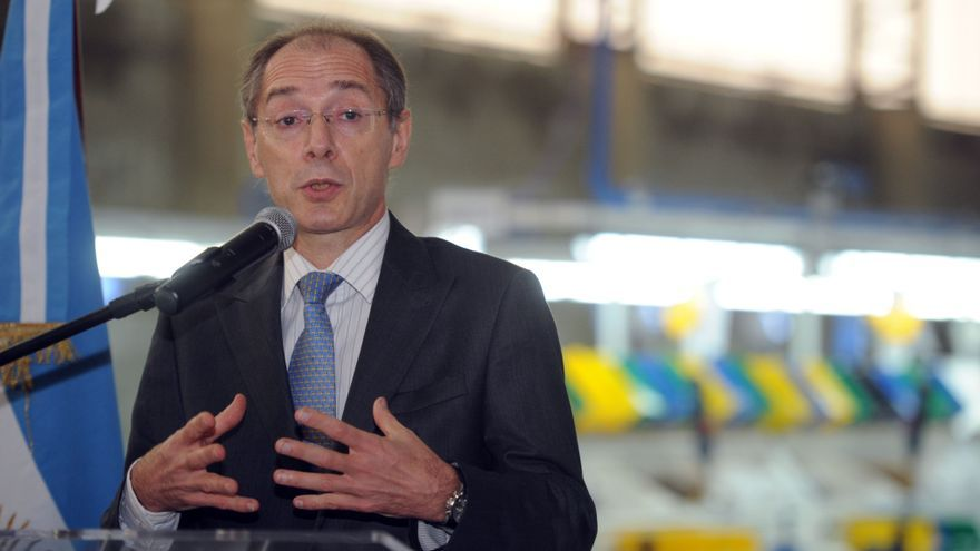 Cepeda en sus años de funcionario en el Ministerio de Industria que conducía Débora Giorgi