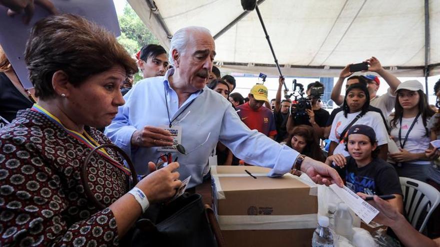 Pastrana pide a la Cámara venezolana acatar cuanto antes el mandato del plebiscito