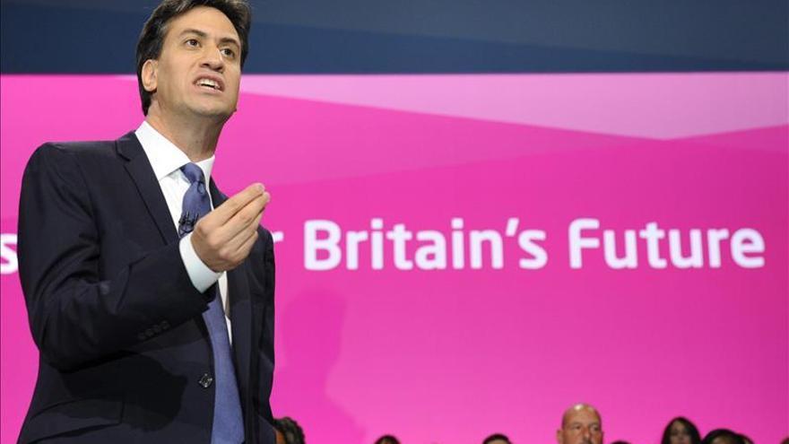 Miliband mantiene que no cederá a las presiones para relevarle como líder