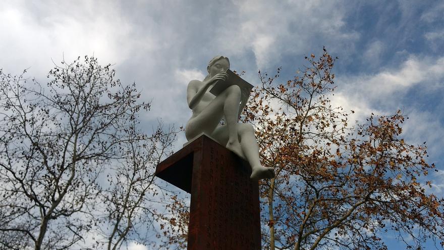 Monumento a José Luis Sampedro colocado en el parque del mismo nombre   SOMOS CHAMBERÍ