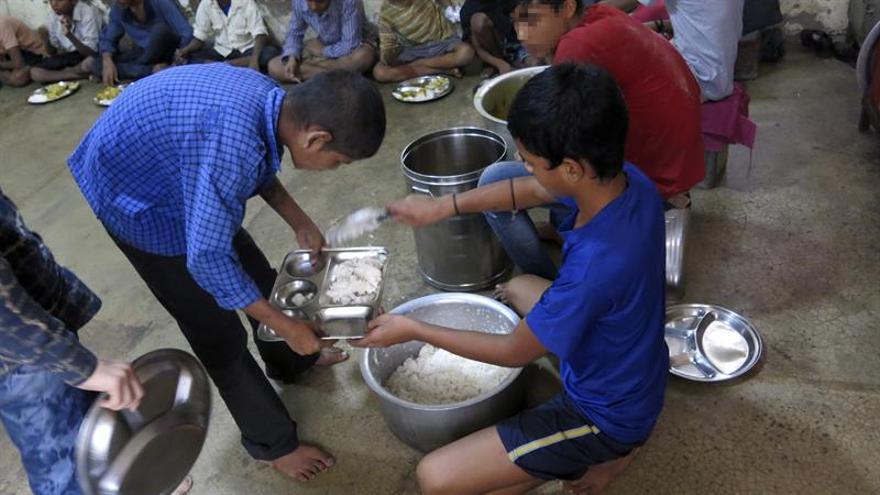 """Para miles de niños drogadictos en la India, la """"solución"""" es el problema"""