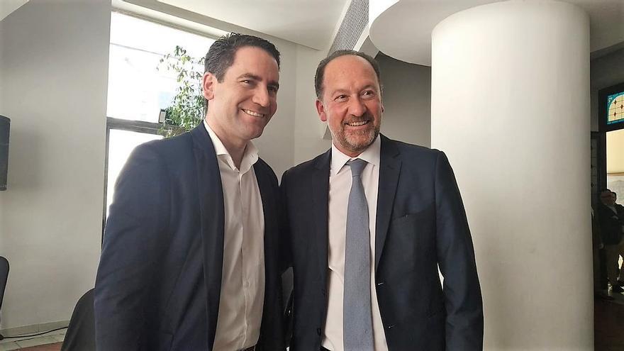Teodoro García Egea junto a Emilio Bascuñana