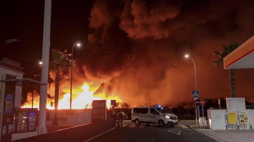 Arde el campamento chabolista de Lepe (Huelva) que sufrió un incendio la pasada madrugada