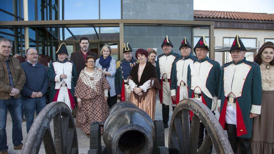 Exhibición de trajes de época elaborados por los Talleres de Costura de la Asociación San Vicente de Muriedas y el Taller de Trajes de Época del 2 de Mayo