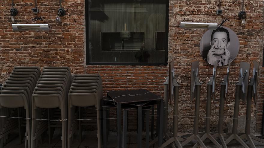 Restaurantes y cafeterías echan la persiana en Santander por la crisis del coronavirus. | JOAQUÍN GÓMEZ SASTRE