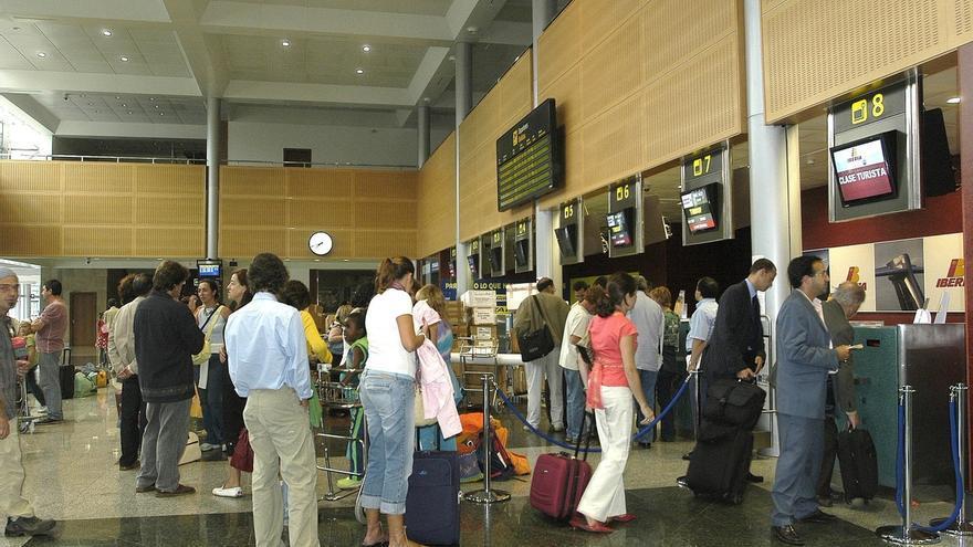 AMPL2 El aeropuerto cierra julio con un 19,3% más de pasajeros