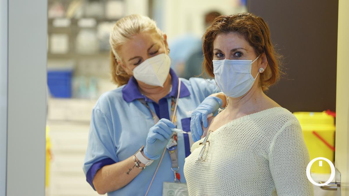 Vacunación de la segunda dosis a docentes en Carlos Castilla del Pino