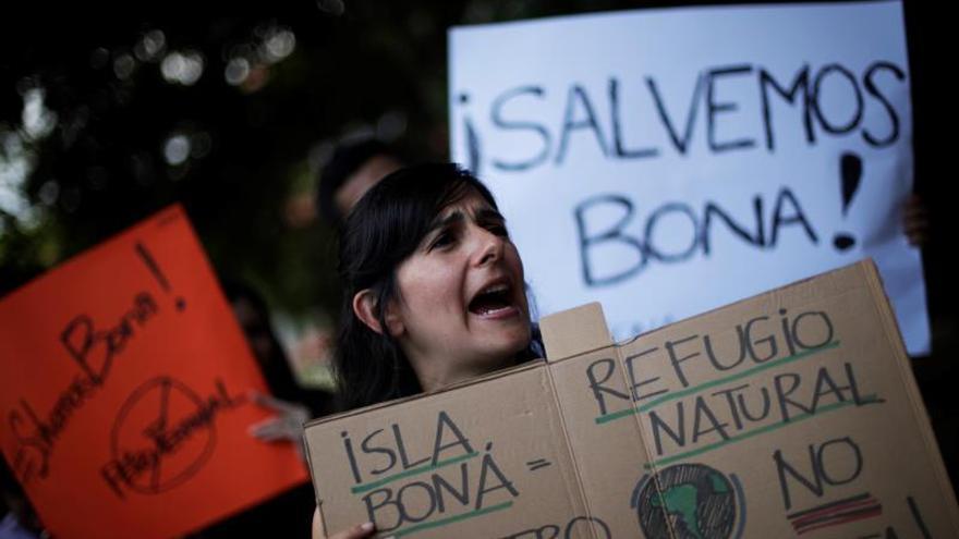 Protestan en Panamá contra la construcción de una terminal petrolera en una isla