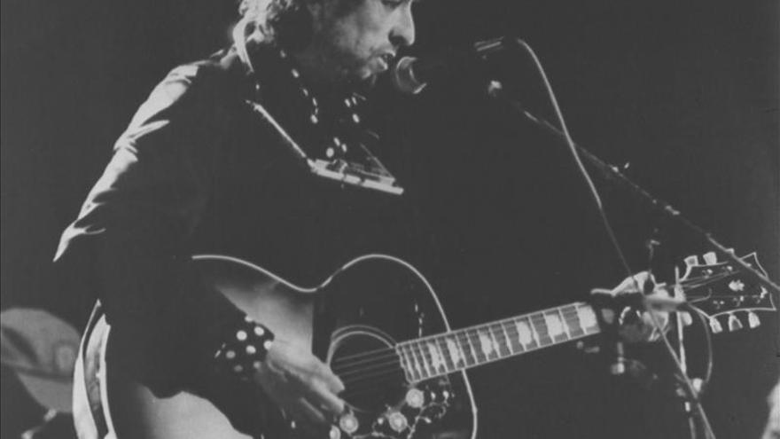 """Bob Dylan hace """"zapping"""" en el primer vídeo oficial de """"Like a Rolling Stone"""""""