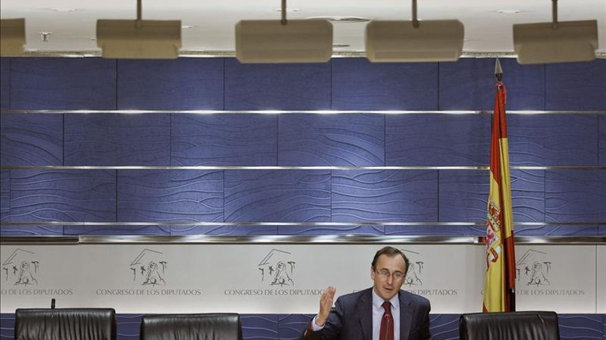 "Alfonso Alonso replica a Vidal-Quadras que el Gobierno ""protegerá a los catalanes"""