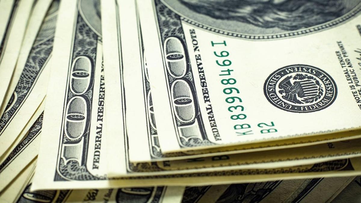 El dólar tocó este lunes su valor más alto para 2021