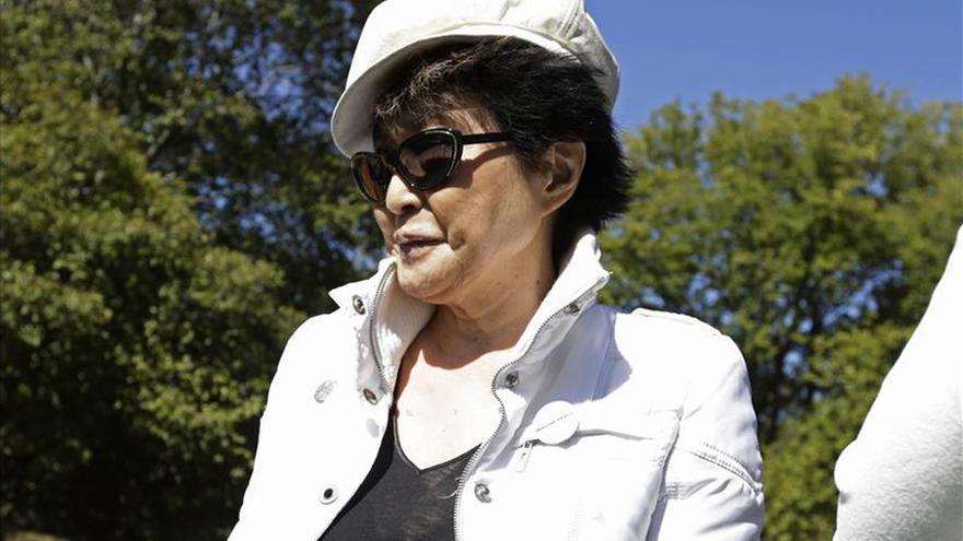Yoko Ono recomienda a las feministas chinas no criticar al Gobierno