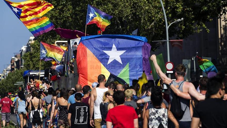 El desfile de Pride Barcelona reivindica la normalidad de los transexuales