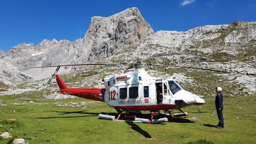 Rescatados sanos dos escaladores madrileños en Picos de Europa tras quedar atrapados en un ascenso